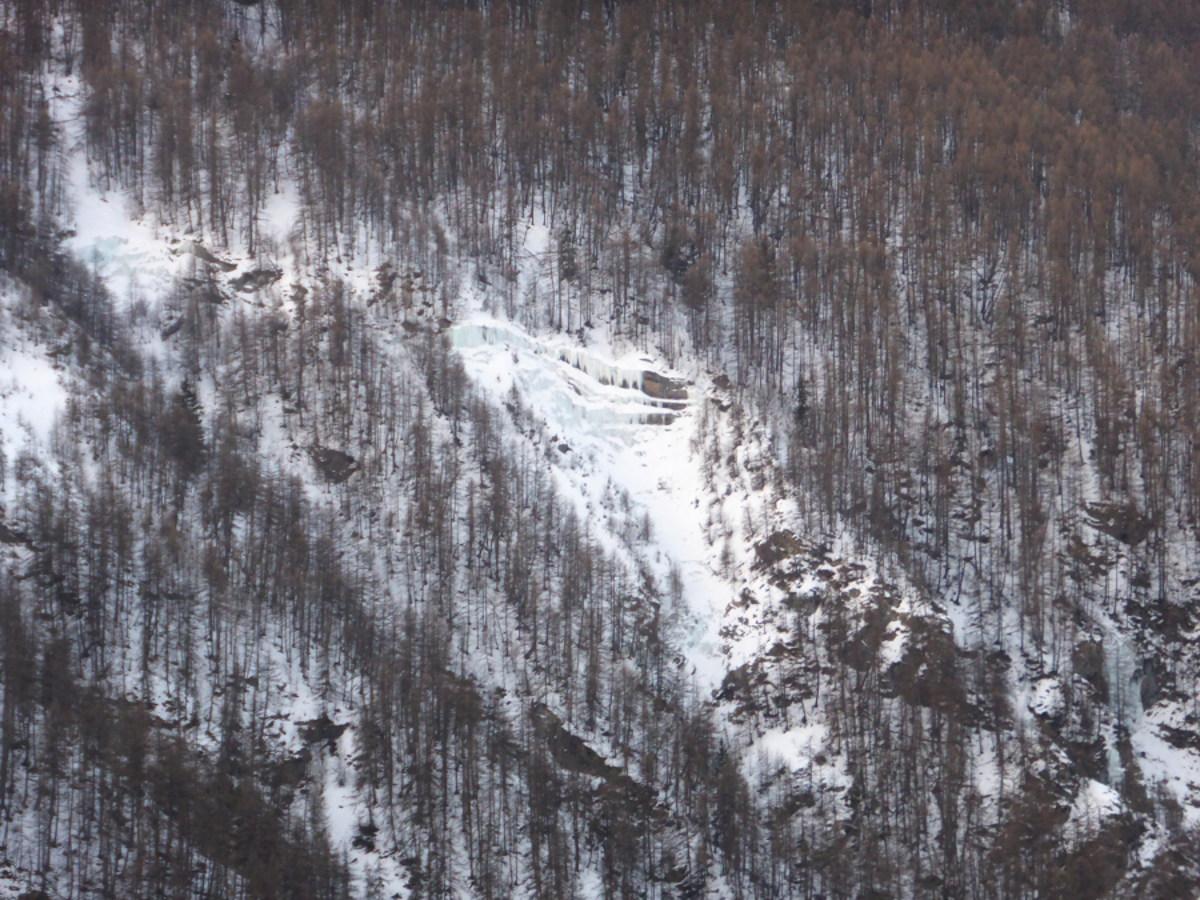 Auch Charakteristisch Für La Grave: Die Eis Wasserfälle Im Waldbereich  Rechts Der Seilbahntrasse